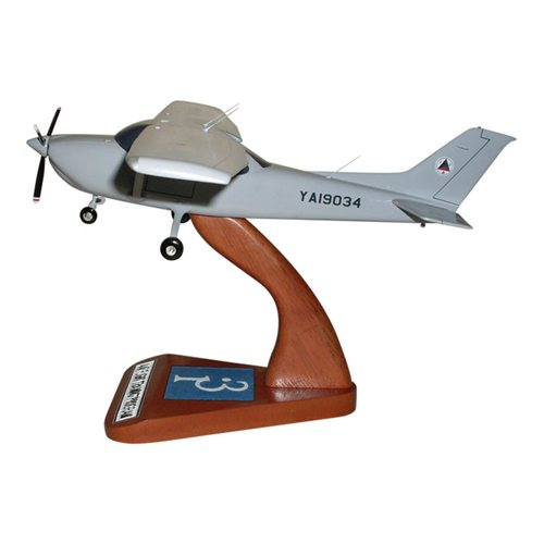 Cessna 182T Skylane Custom Model - View 2