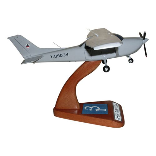 Cessna 182T Skylane Custom Model - View 4